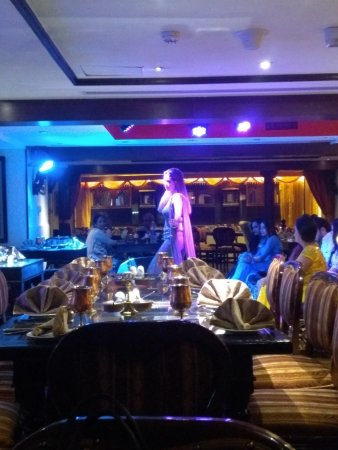 Mumtaz Mahal Indian Speciality Restaurant: Inside the Restaurant. Good Music & Decent Dance