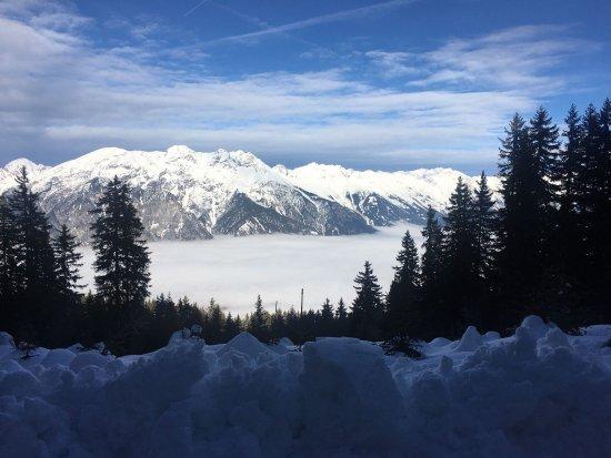 Axamer Lizum, Αυστρία: Toller Ausblick auf die Nordkette und die darunter liegende Nebeldecke