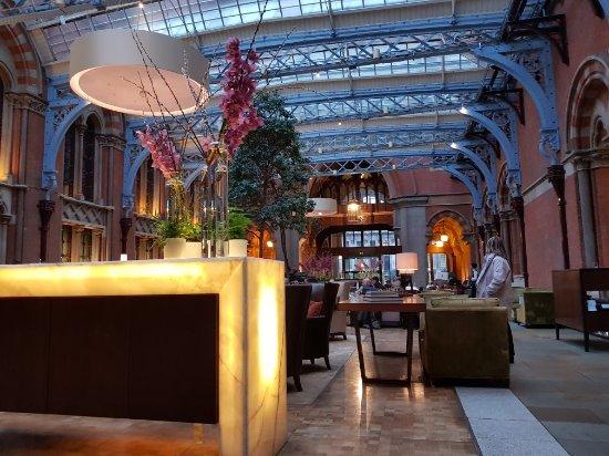 St. Pancras Renaissance Hotel London: 20180109_154505_large.jpg