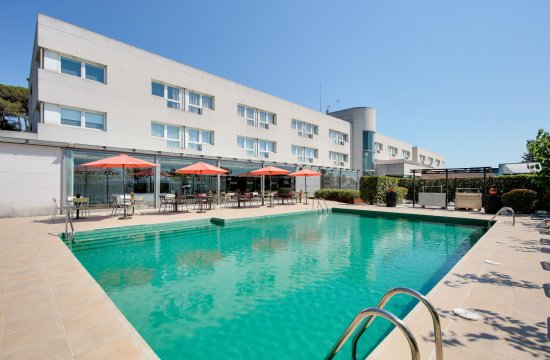 Hotel augusta barcelona valles vilanova del valles for Piscina granollers