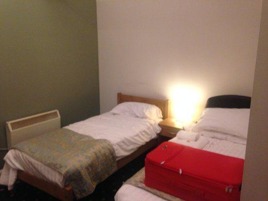 Kineton, UK: room width & heating