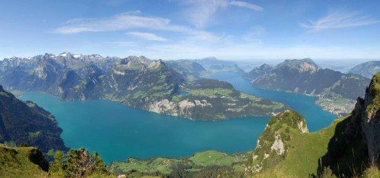 Stoos, Zwitserland: Aussicht vom Fronalpstock 1922 m ü. M.
