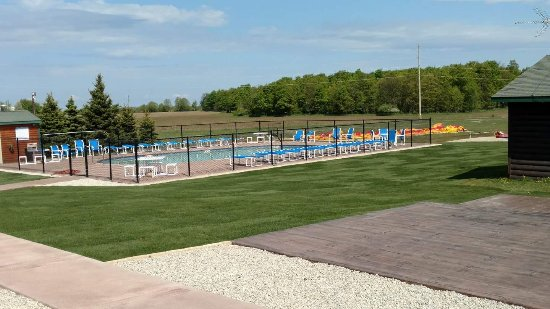 Egg Harbor, WI: New pool up date and new patio furniture!