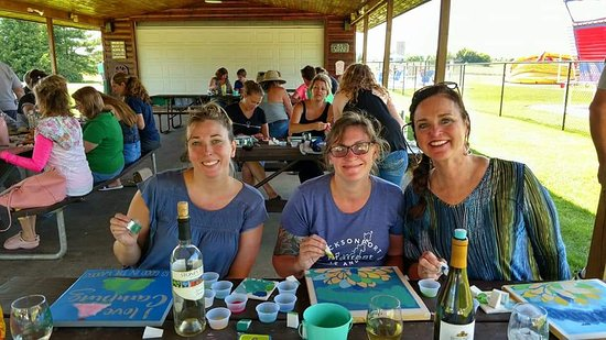 Egg Harbor, WI: Wine and sign event