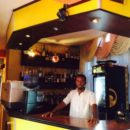 The Lion's Den Hotel: bar