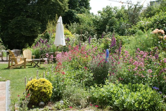 Saint-Erblon, France: Le jardin