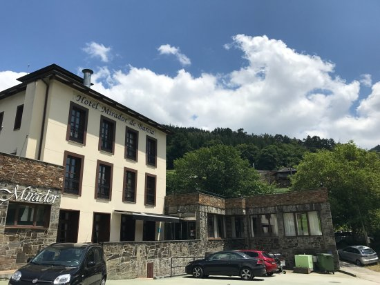 Ribeira de Piquin, إسبانيا: Exterior del Hotel Mirador de Barcia