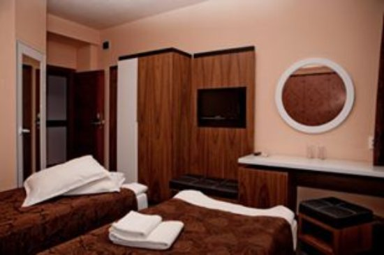 Silistra, Bulgaria: Еlegant, stylish and cozy bedroom with clean bathroom, bathroom accessorie, air conditioning and
