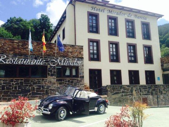 Ribeira de Piquin, إسبانيا: Fachadas del Hotel Mirador de Barcia