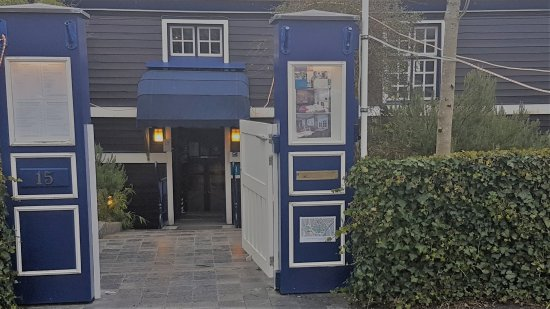 De Barge Hotel: The entrance to the hotel