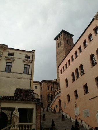"""Statua della """"Vecchia Padova"""""""