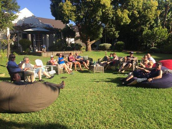 4 Heaven Guesthouse: Relaxen nach der Tour im 4-heaven Garten
