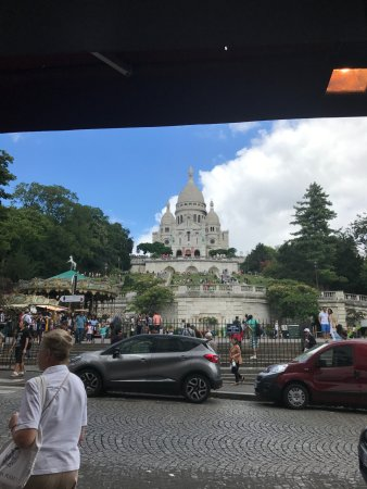 Nanteuil-les-Meaux, Fransa: View of Sacre Cour from the restaurant