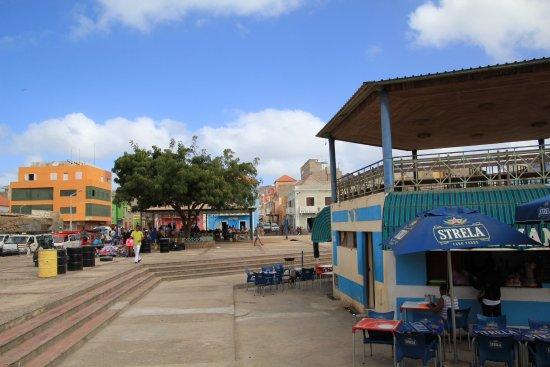 Mercado municipal mindelo, sao vicente: Place for a nice cold beer