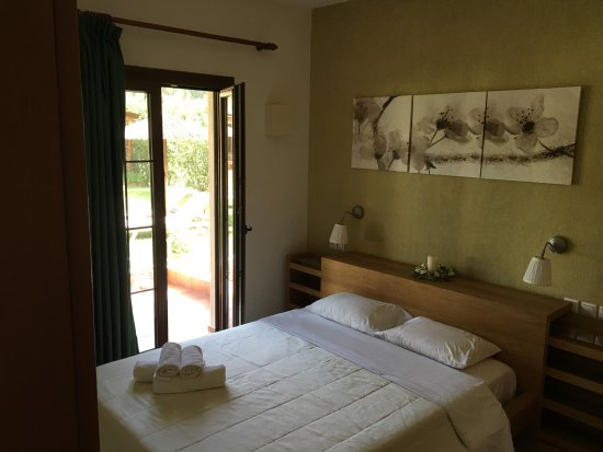 Agia Paraskevi, Greece: 2 Bedroom Luxury Apartment ( Ground garden level)