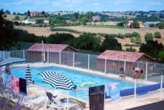 Naussac, France : vu des alentours de la piscine
