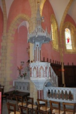 Naussac, France : intérieur de l'église rénovée du village