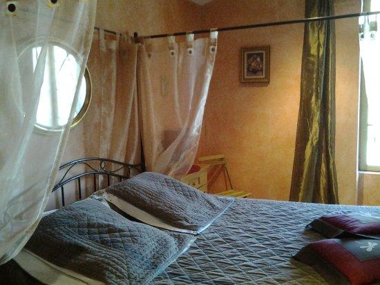 Caumont-sur-Durance, Francia: CHAMBRE FAMILIALE 4 PERS