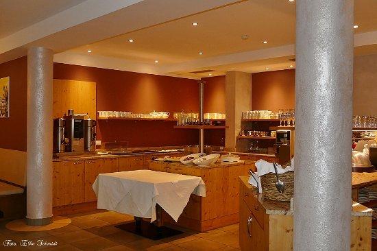 Weingarten: Frühstücksecke, alles vorhanden, was man gerne am Morgen mag.