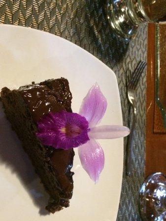 Excellent Gateau Au Chocolat Avec Fleur Comestible Picture Of