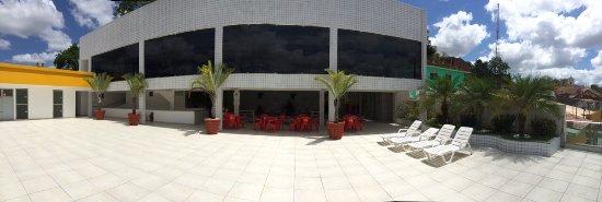 Salgadinho, PE: Vista ampliada da área onde são realizados os biongos, shows e confraternizações.