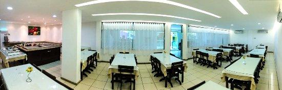 Salgadinho, PE: Restaurante onde são servidas 4 das 5 refeições inclusas, cardápio diversificado e sobremesa grá