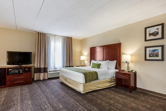 Comfort Inn College Park North: King Bed with Flat screen TV