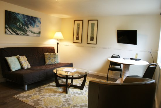 Netarts, Oregon: Room #4 - One bedroom suite with full kitchen and futon.