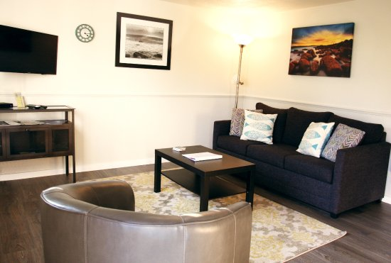 Netarts, OR: Room #7 - One bedroom suite with kitchenette and sleeper sofa.