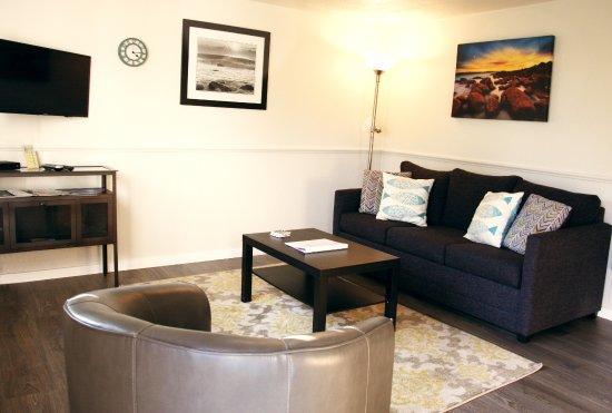 Netarts, Oregon: Room #7 - One bedroom suite with kitchenette and sleeper sofa.