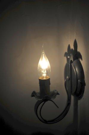 Chatres, Francia: Nostalgisch lampje leuke details