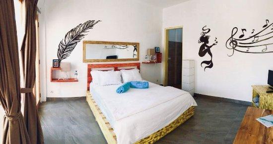 Pool - Picture of Dragon Dive Komodo Hostel, Flores - Tripadvisor