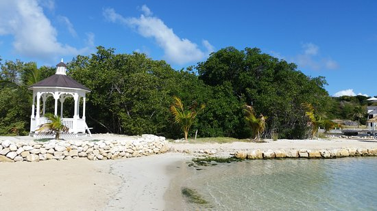 Saint Philips, Antigua: the second beach...no stairs, with bar and food snack area