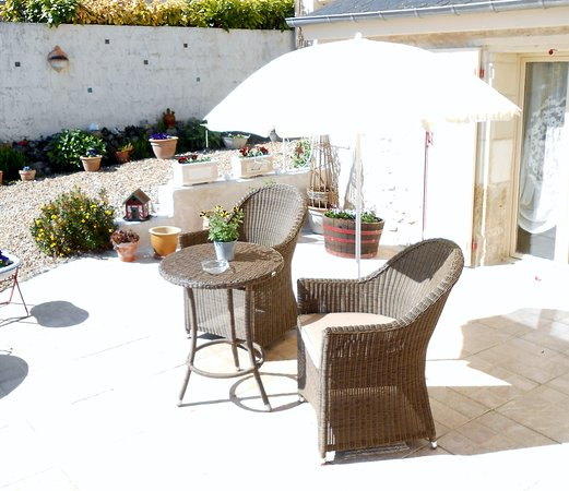 La Croix-en-Touraine, Francia: Petit salon en terrasse