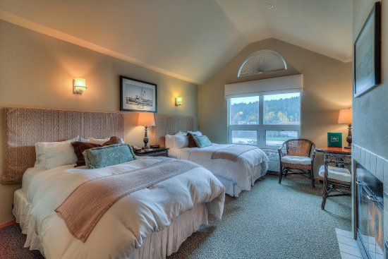 Maritime Inn: The Avalon Room #2, this room has 2 double beds