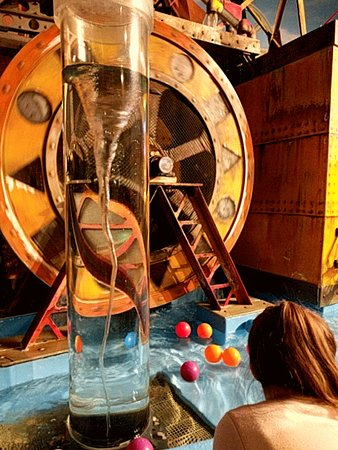 Museum of Science and Industry : Experiment with Water