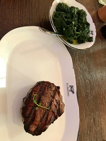 El Gaucho: Filetsteak mit Spinat