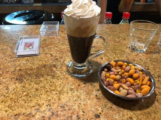 Jubilee Hotel: Бар, айриш кофе