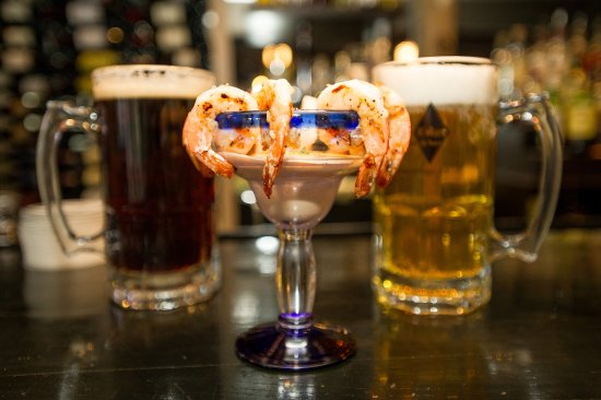 BUSAMER GARNELEN Grilled shrimp with German cocktail sauce ...