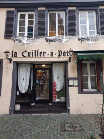 La Cuiller a Pot: Entrance to the restaurant