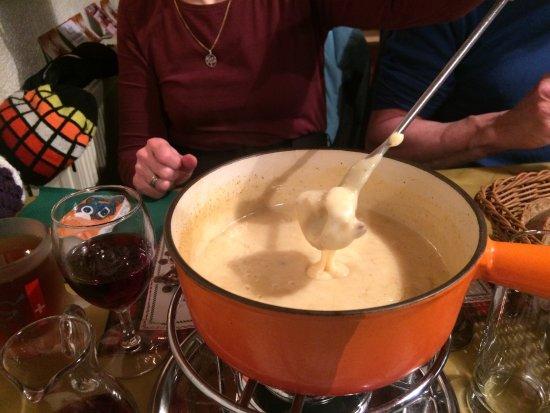 La Vue des Alpes, Suíça: Excellente fondue