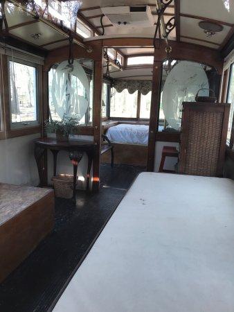 Interior De Uno De Lo Vagones De Trenes Para Dormir Picture Of Point South Yemassee Koa Tripadvisor
