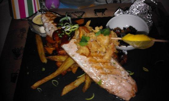 Jungle Rock Mogan: Filet de saumon façon BBQ . Excellent.
