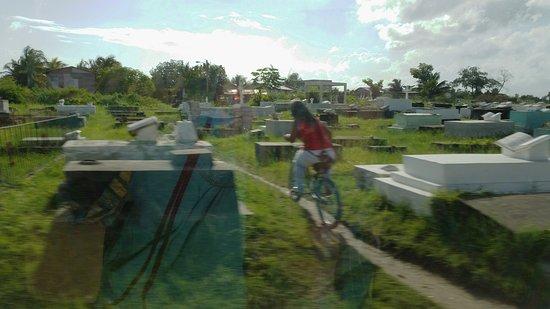 yarborough cemetery belize city bewertungen und fotos. Black Bedroom Furniture Sets. Home Design Ideas