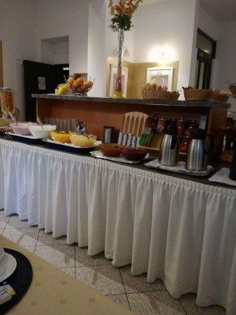 Hotel Resonanz Vienna: πρωινό