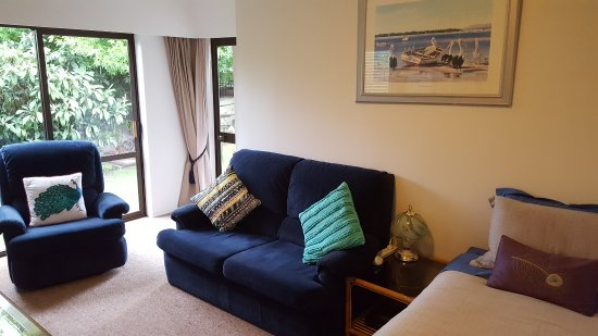 The Captains Rose BnB: Captains Suite Lounge, includes single bed for the extra person.