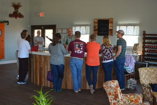 Jonesville, NC: Customers enjoying a tasting