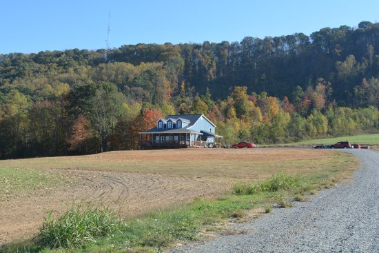 Jonesville, NC: The ridge behind the Tasting House