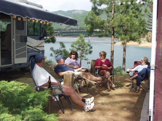 Lakehead, CA: Travelers enjoying their campsite overlooking Shasta Lake