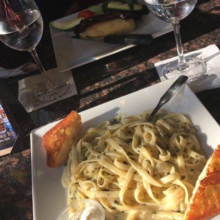 Symposium Cafe Restaurant & Lounge: photo0.jpg